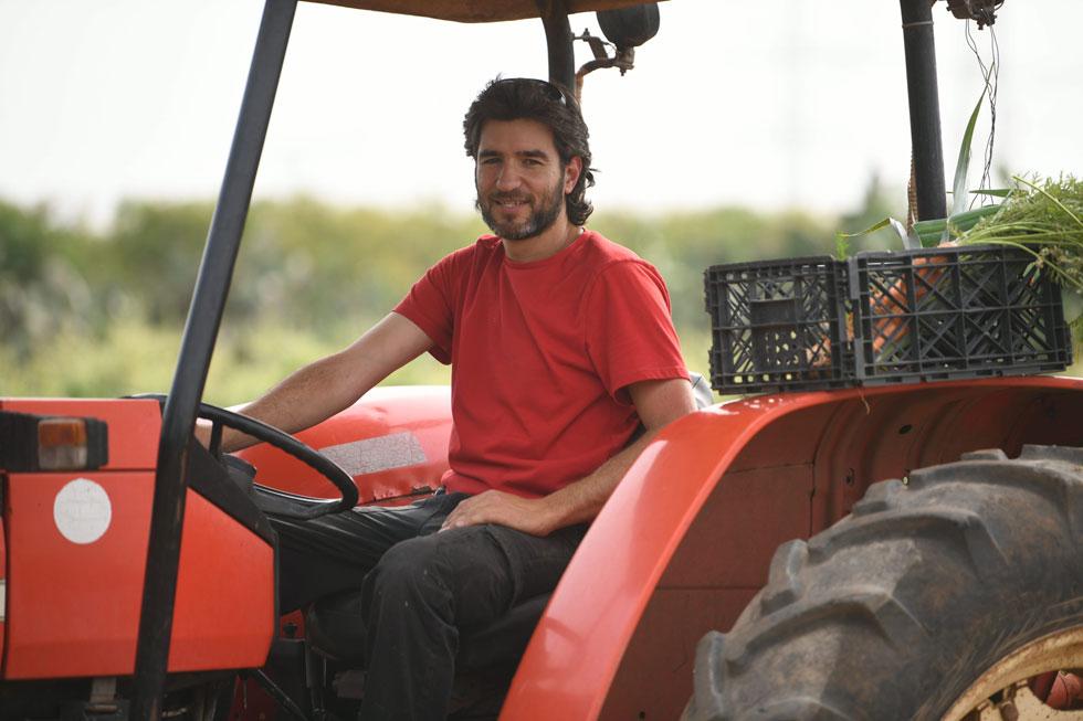 """""""אין אוניברסיטה שתלמד אותך איך לגדל ירקות, אז קראתי חומר באינטרנט ודיברתי עם חקלאים אחרים"""" (צילום: יאיר שגיא)"""