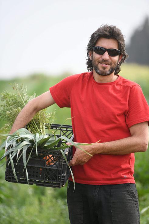 """דותן גושן. """"אני עובד במודל של חקלאות בשיתוף הקהילה"""" (צילום: יאיר שגיא)"""
