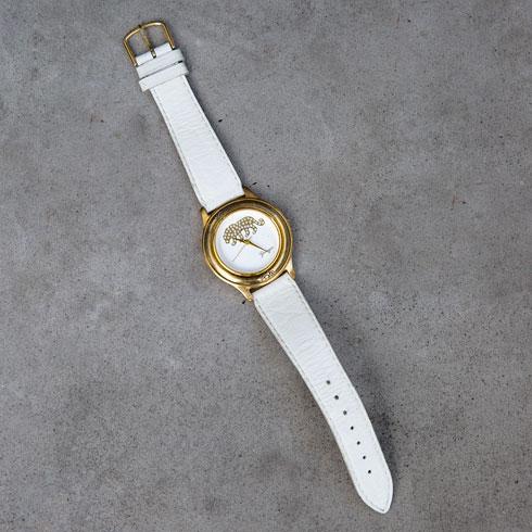 """""""השעון הזה ניתן במתנה לאמא שלי מאבי כשנולדתי. הוא עבר אליי עם השנים ואני מאוד אוהבת אותו"""" (צילום: ענבל מרמרי)"""