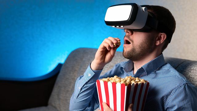 מציאות מדומה על מסך הקולנוע (אילוסטרציה: Shutterstock)