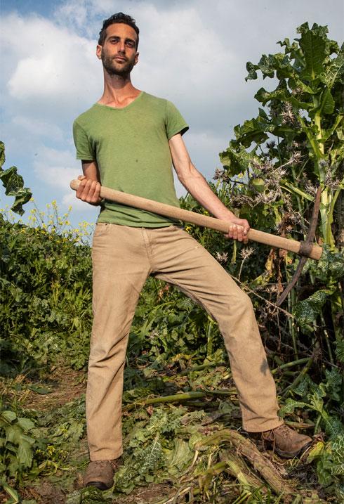 """""""ללכת לפינה נעימה וללקט תותי עץ - אין עונג גדול יותר"""". הקליקו על התמונה (צילום: גיל נחושתן)"""