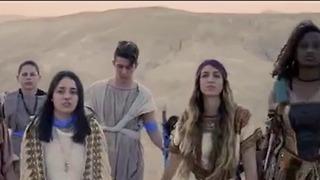 בני נוער צועדים ושרים - מתוך הקליפ של