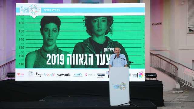 רון חולדאי נואם באירוע השקת אירועי הגאווה (צילום: נועה גוטמן)