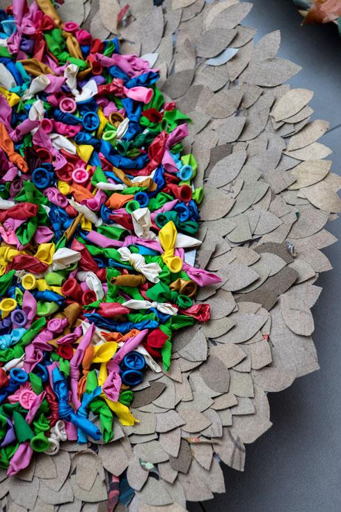 הכל מוצא אפיק יצירתי: בלונים משומשים (צילום: שירן כרמל)