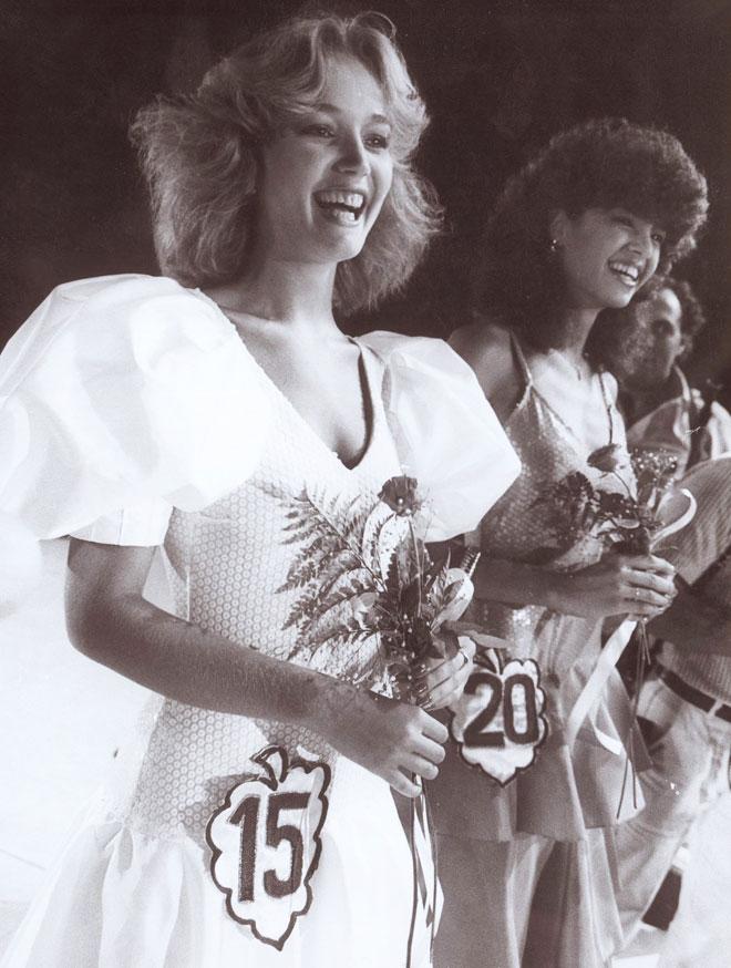 ספיר קופמן בתחרות מלכת היופי, 1984 (צילום: שאול גולן)