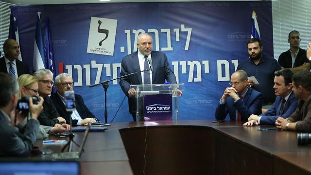 Avigdor Liberman speaking at a Yisrael Beytenu faction meeting (Photo: Alex Kolomoisky)