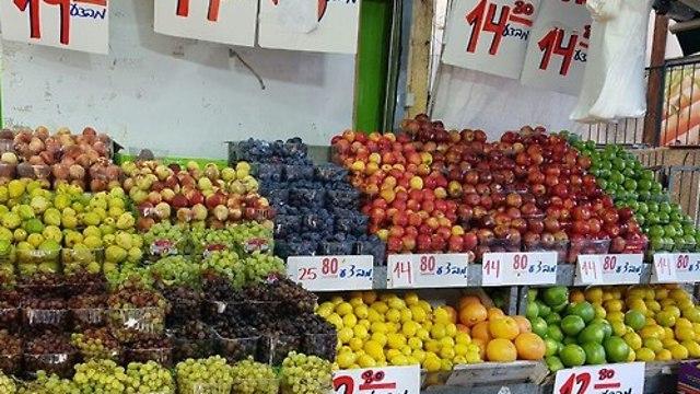 מחירי ענבים (צילום: מירב קריסטל)