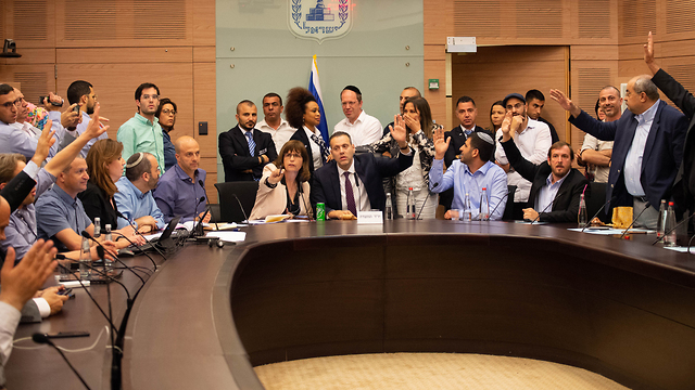 A special committee to dissolve Knesset  votes (Photo: Yoav Dudkevitch)