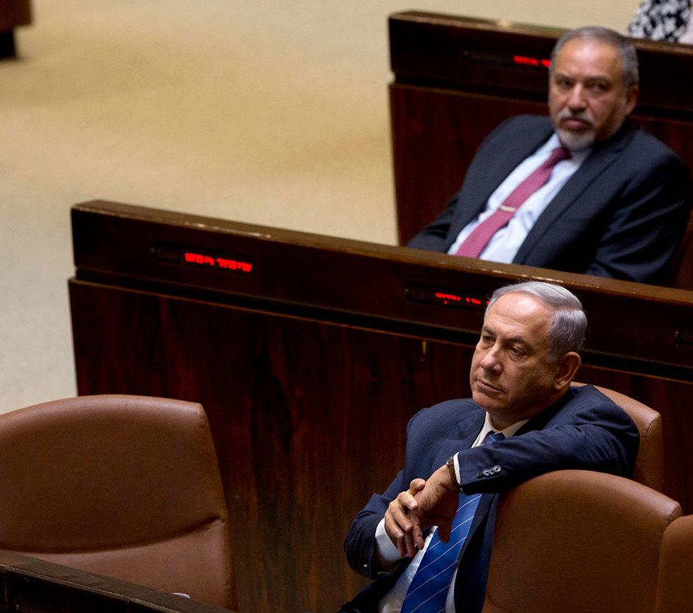 Benjamin Netanyahu and Avigdor Liberman in the Knesset (Photo: Archive/AP) (צילום: AP)