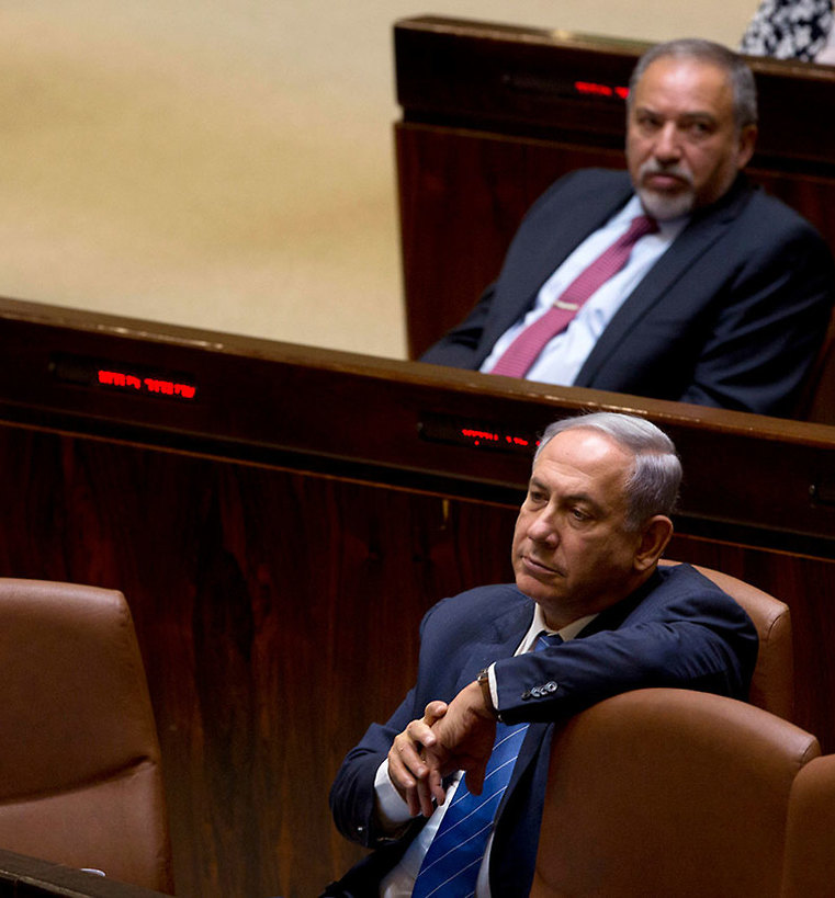 Benjamin Netanyahu and Avigdor Liberman in the Knesset (file photo) (Photo: AP)