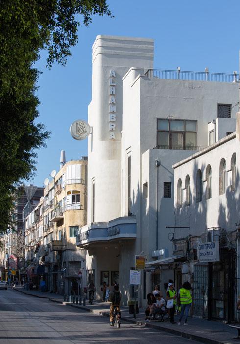 בניין ''אלהמברה'', כיום מרכז הסיינטולוגיה, בשדרות ירושלים ביפו (צילום: דור נבו)