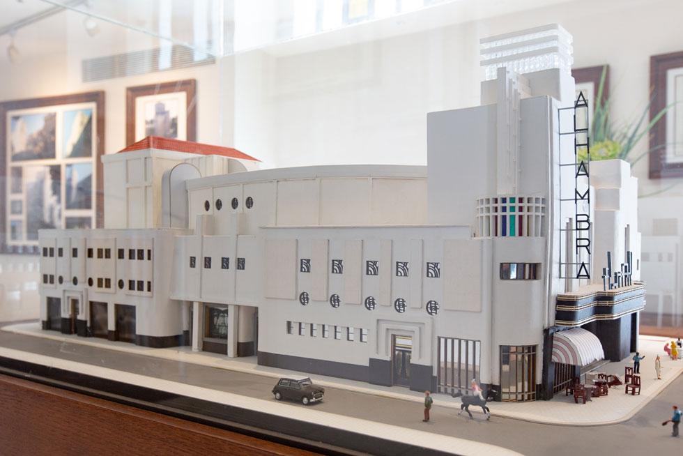 הסיינטולוגים דאגו לשימור החזית ולתערוכה מקיפה על תולדות הבניין שמוצגת בתוכו, לרבות דגם מושקע של המבנה המקורי (צילום: דור נבו)