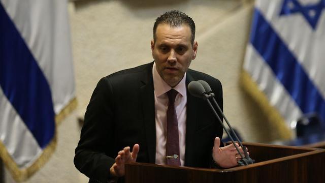 מיקי זוהר במליאה שמתכנסת לקראת הצעת החוק של פיזור הכנסת (צילום: אלכס קולומויסקי)