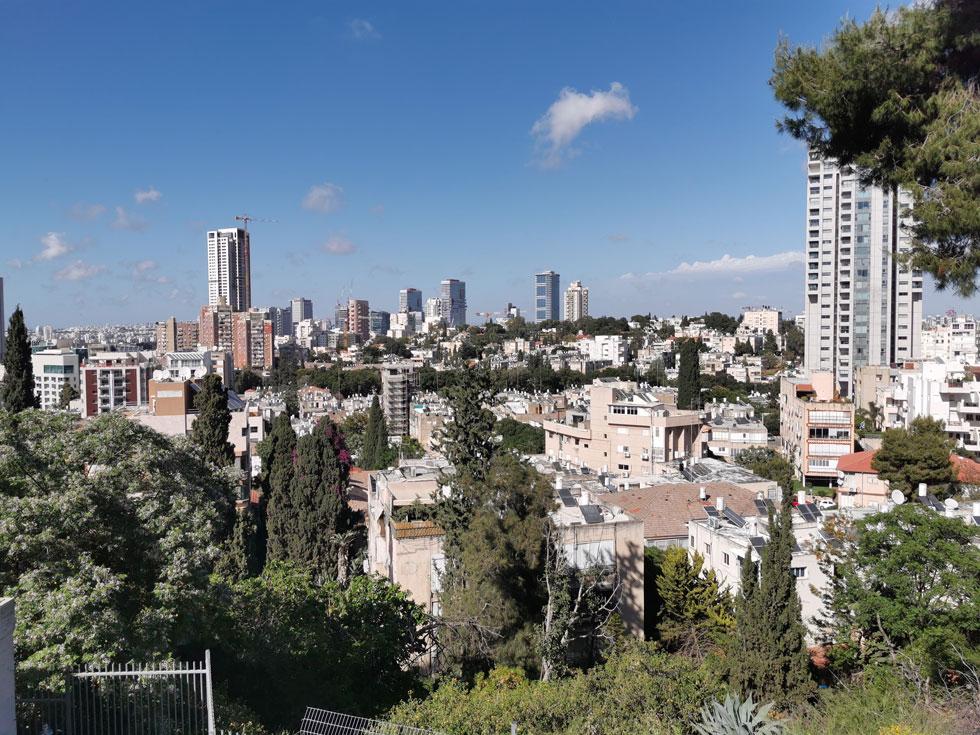 תצפית מאחת הגבעות של העיר מאפשרת לראות את היקף הבנייה העצומה, ואת כל מה שעדיין לא נהרס - וששווה לשמור עליו (צילום: נעם רוזנברג)