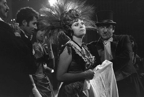 """חנה מרון בלהיט ''הלו דולי'' (1968) לצדם של גדי יגיל ושרגא פרידמן (פריץ כהן, לע""""מ)"""