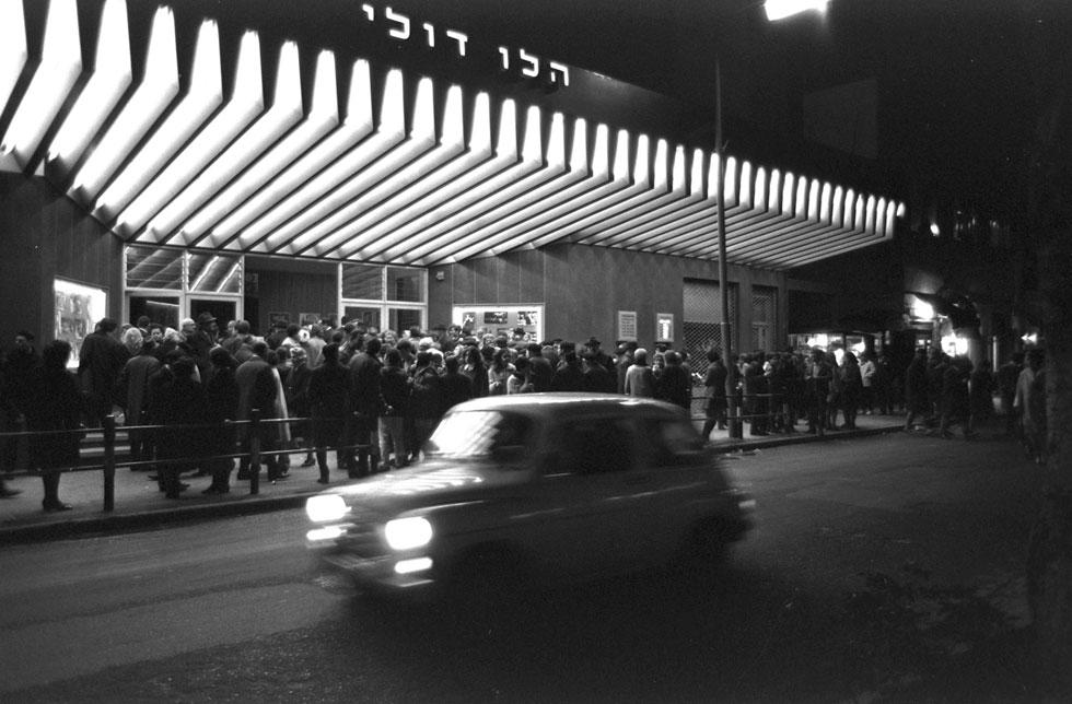 """ימי הזוהר הגדולים באו אחרי מלחמת העצמאות. היזמים הפלסטינים לא זכו לראות את המחזמרים הגדולים של גיורא גודיק שהביאו לכאן את כל עם ישראל, ובראשם ''קזבלן'' עם יהורם גאון (פריץ כהן, לע""""מ)"""