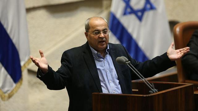 אחמד טיבי במליאה שמתכנסת לקראת הצעת החוק של פיזור הכנסת (צילום: אלכס קולומויסקי)