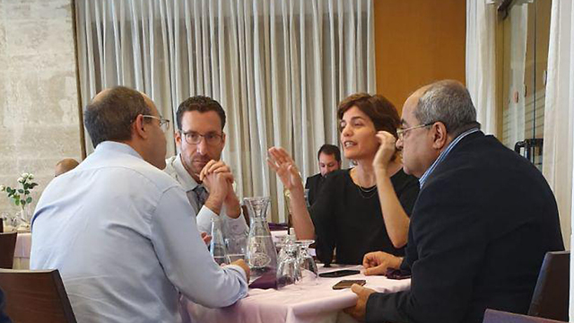 Opposition MKs meet in the Knesset cafeteria