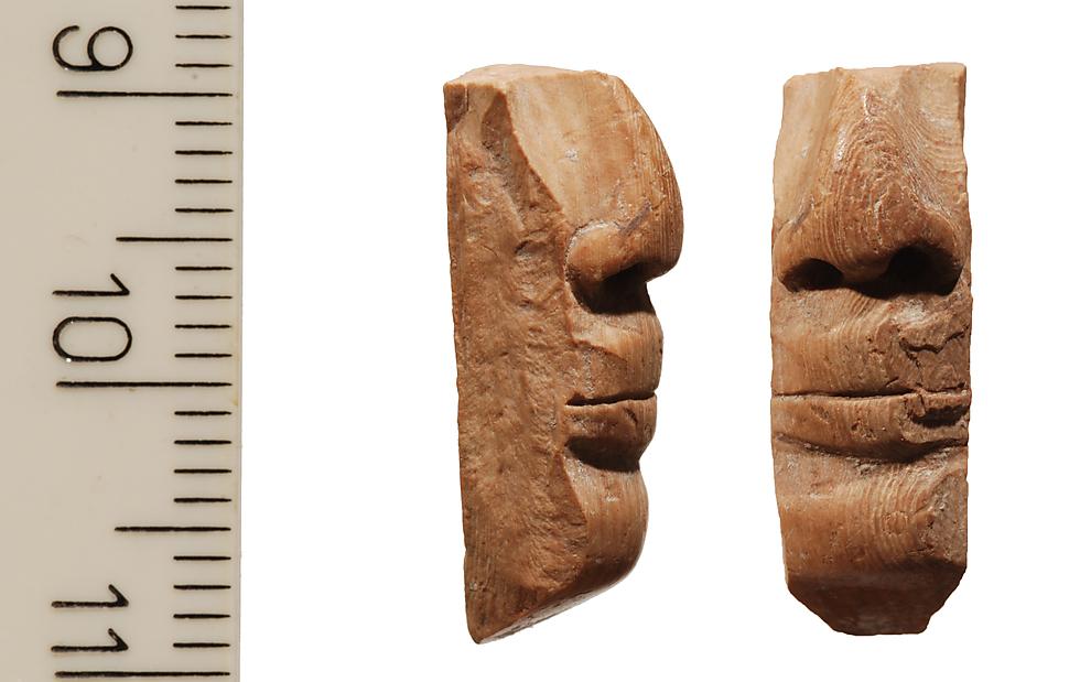 שבר ראש פסלון העשוי שנהב ()