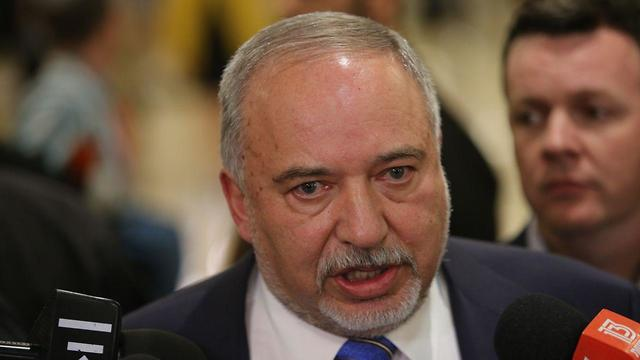 Avigdor Liberman attends the Knesset vote on whether to disperse and hold fresh elections (Photo: Alex Kolomoisky)