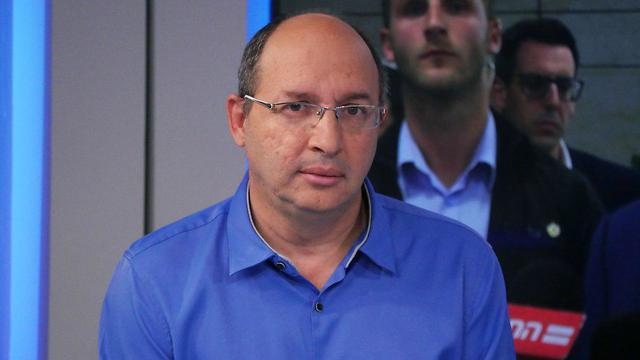 אבי ניסנקורן באולפן ynet (צילום: עידן ארבל)