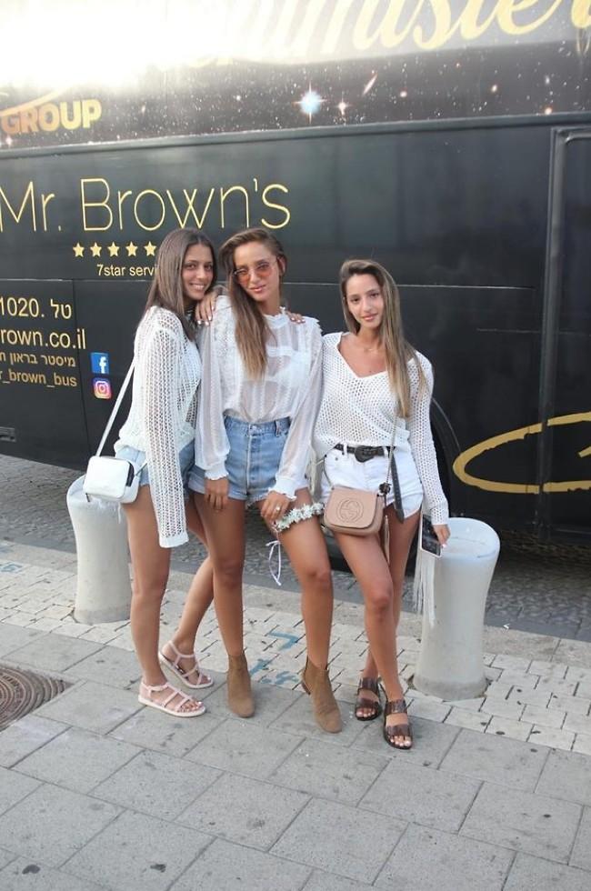 האחיות המוצלחות שלי. נטע והאחיות ספיר ודנה  (צילום: אור גפן)