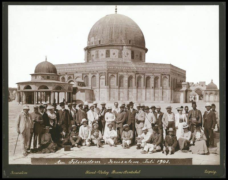 Туристы из Германии на Храмовой горе. Из коллекции Национальной библиотеки