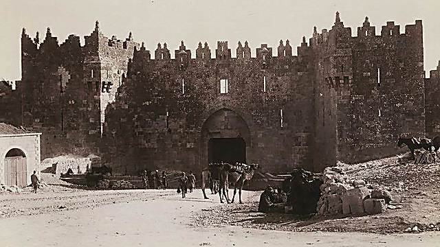 The Damascus Gate entrance to the Old City, 1900 (Photo: Bruno Hentschel/ National Library)