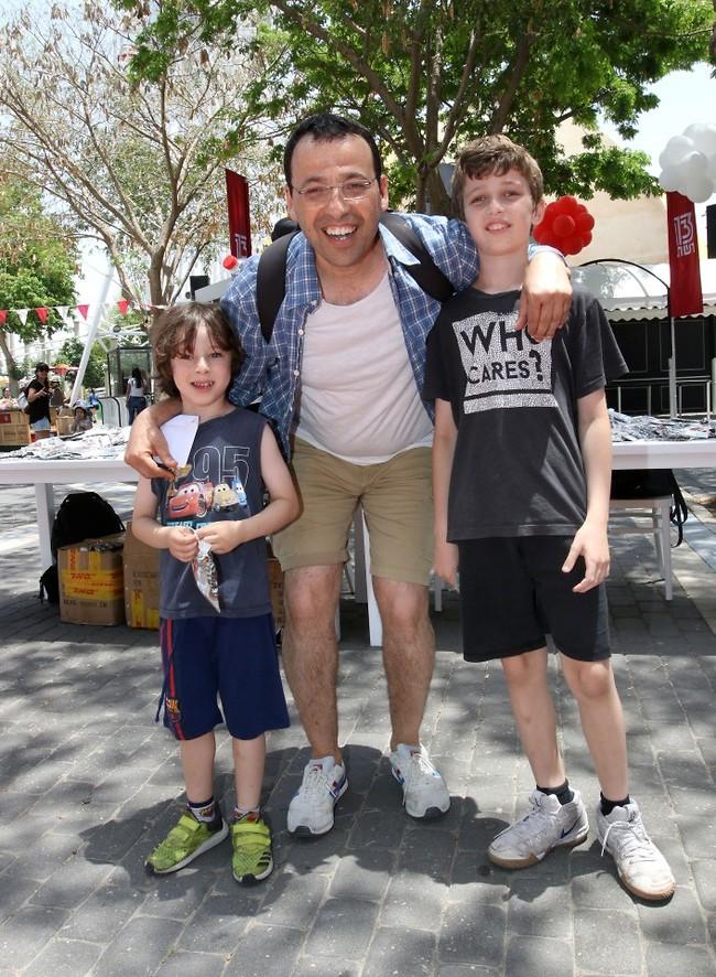 מתוקים! רביב דרוקר והבנים (צילום: ענת מוסברג)