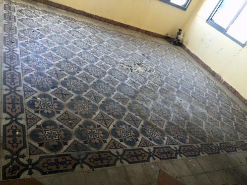 הרצפה המאוירת הישנה שומרה במידת האפשר (צילום: חן כרמי)