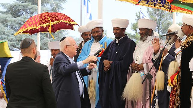 Le président Reuven Rivlin participe au service commémoratif annuel commémorant le voyage de l'Éthiopie à Sion (Photo: Amit Shabi)