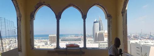 בתהליך השיפוץ. החלונות היפהפיים נחשפו במלוא הדרם, ואתם עוד מהנוף (צילום: נור עבדלגני)