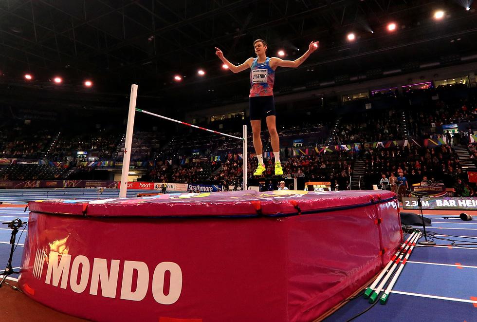 דניל ליסנקו קפיתה לגובה (צילום: gettyimages)