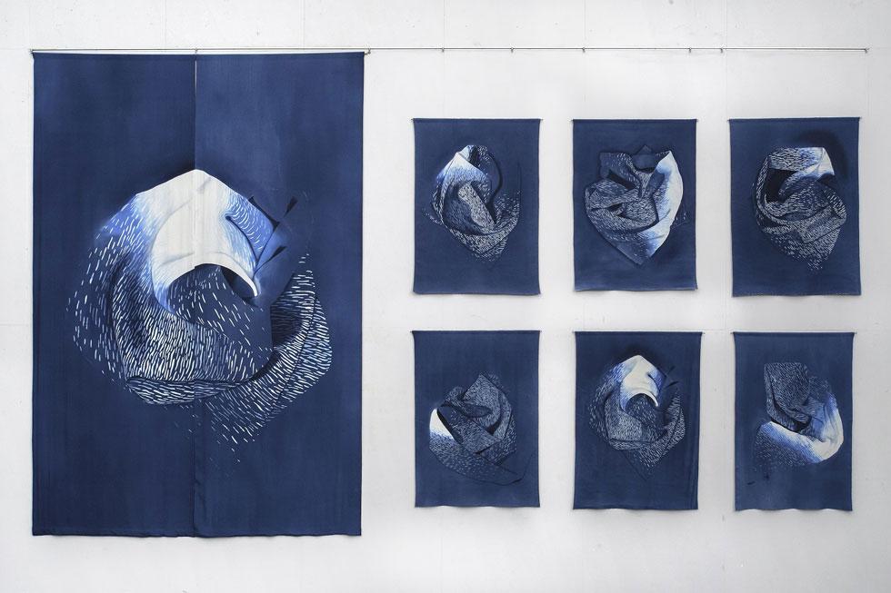 עבודתה של יעל הרניק, מתוך התערוכה המרכזית (צילום: unfolding -  Yael Harnik.jpg  credit_Roni Shvarts)