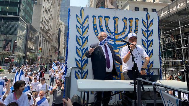 מצעד ישראל השנתי בניו יורק בהשתתפות הקונסול הכללי בניו יורק, דני דיין (צילום: הקונסוליה הישראלית בניו יורק)