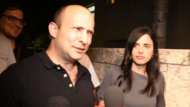 נפתלי בנט ואיילת שקד בכניסה למפגש פעילים ממפלגת