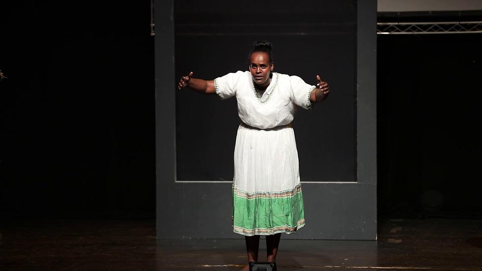 חווה טזזו יוצרת ושחקנית בהצגה