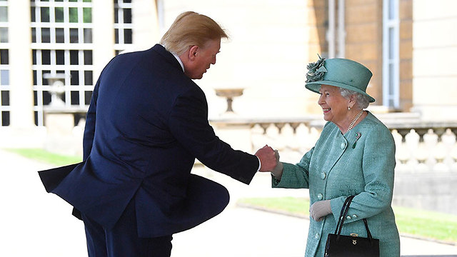 President Donald Trump meets Queen Elizabeth II (Photo: Reuters)