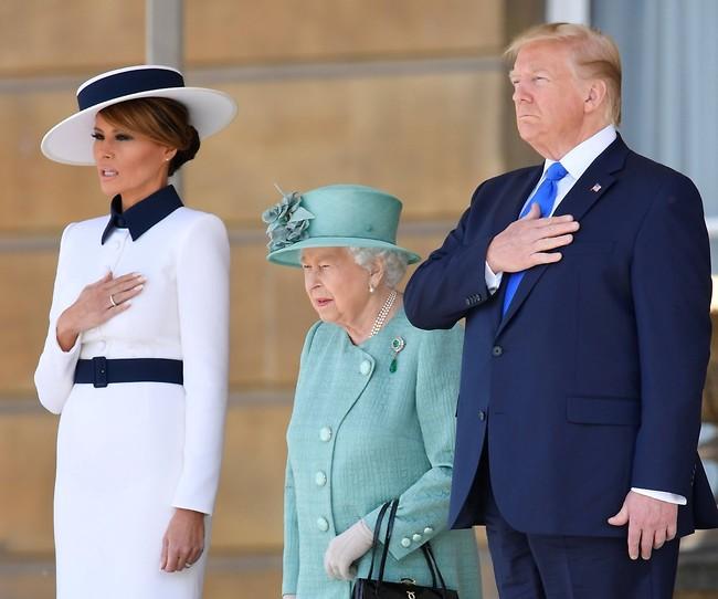 ביקור מלכותי. המלכה אליזבת, דונלד ומלניה טראמפ (צילום: Gettyimages)