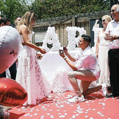 הכירו לראשונה כשהיו בני שמונה. סטטיק מציע נישואים לשרית פולק