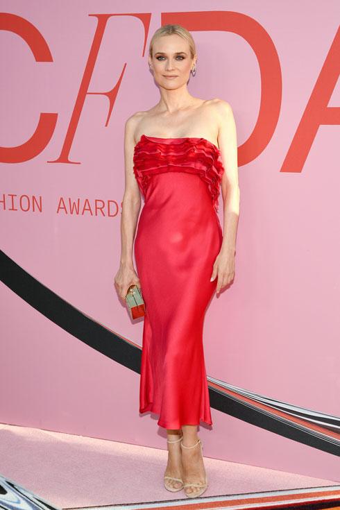 השחקנית דיאן קרוגר בשמלת סטרפלס אדומה של ג'ייסון וו  (צילום: Dimitrios Kambouris/GettyimagesIL)