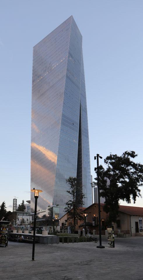 לחצו לסיור מקיף במגדל עזריאלי שרונה (צילום: משה צור)