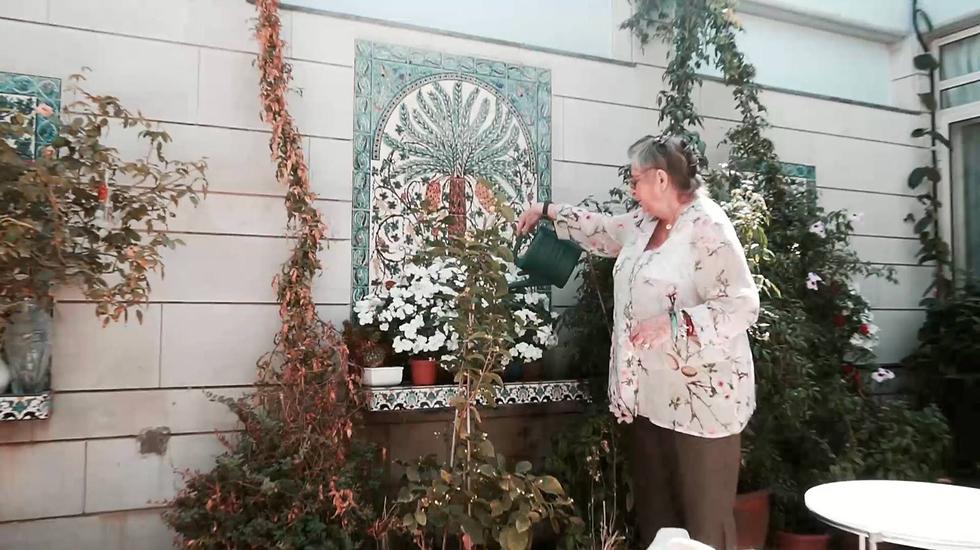 נחמה ריבלין בגינה הקהילתית בבית הנשיא ()
