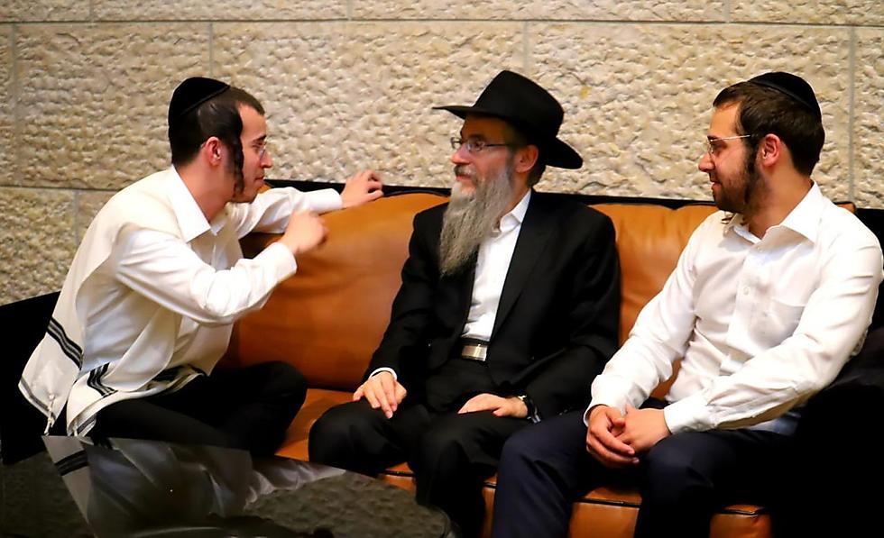 אברהם פריד, ארי היל ובנצי שטיין ()