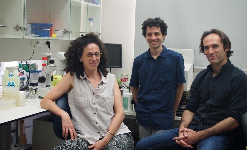 פרופ' עודד רכבי, איתי טוקר ורייצ'ל פוזנר (צילום: באדיבות אוניברסיטת תל אביב)