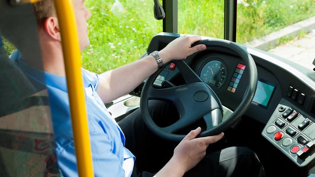 נהג אוטובוס (צילום: shutterstock)