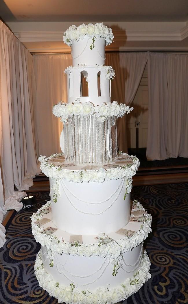 זה אכיל בכלל? עוגת החתונה (צילום: רפי דלויה)