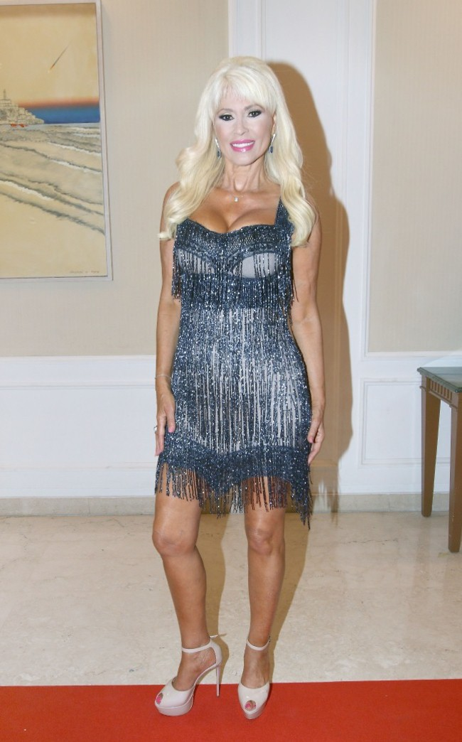 קבלו את שמלה מספר 2. רוזנבלום מחליפה לוק (צילום: ענת מוסברג)