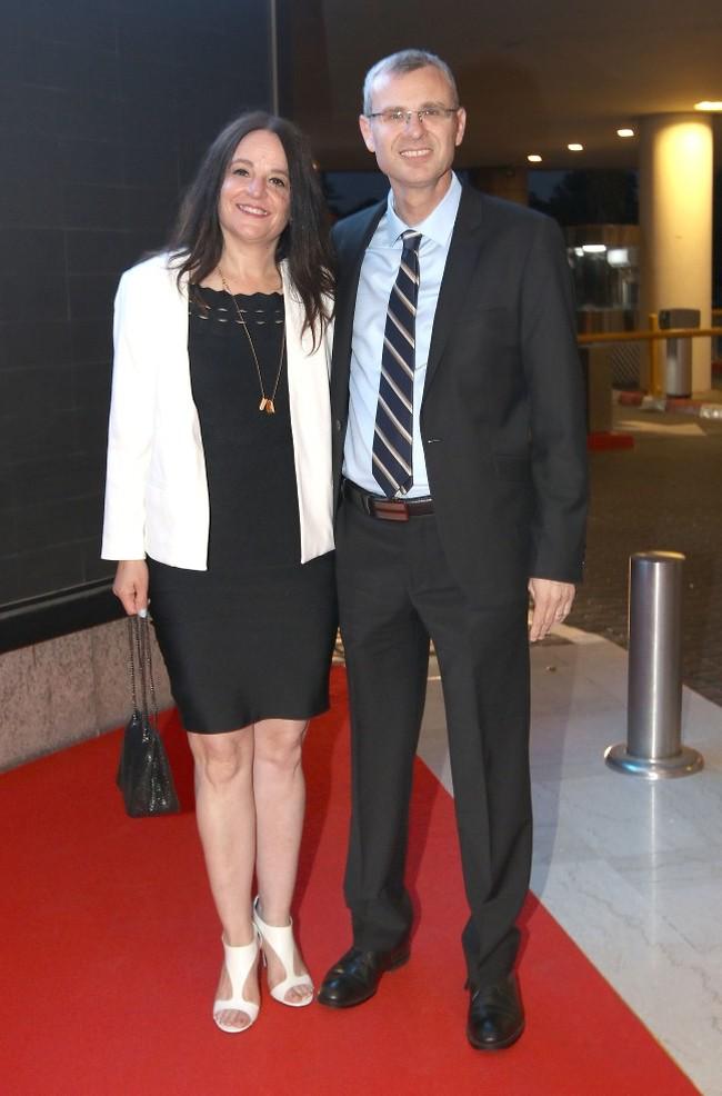 לגמרי מדובר באירוע תיירותי. שר התיירות יריב לוין ואשתו (צילום: ענת מוסברג)