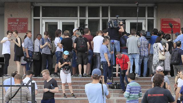 הפגנת עיתונאים ברוסיה נגד המשטרה והממשלה אשר פעלה באלימות נגד עיתונאי איוון גולונוב שנתפס על סמים לכאורה (צילום: רויטרס)